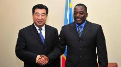 Le vice premier ministre chinois Hui Liangyu et le président congolais Joseph Kabila