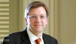 Mr Guy Verhofstadt, le chef du groupe libéral au Parlement européen