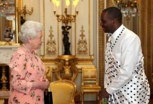 Ernest Rwamucyo avec la Reine Elisabeth II