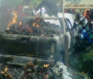 Jeep incendiée en RDC au motif qu'elle contenait des bulletins votes en faveur de Joseph Kabila