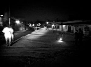 Recherche des lieux de l'attaque par la police - source: Kigaliwire.com