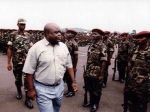Kabila passant ses troupes en revue
