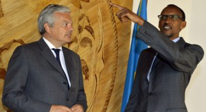 Didier Reynders et Paul Kagame - source: RTBF