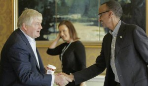 Le busnessman Denis O'Brien remerciant Paul Kagame - source - Irish Independent