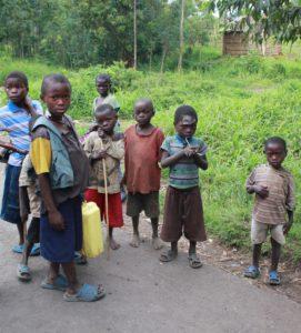 Des jeunes enfants rwandais réfugiés à l'est du Congo
