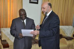 L'Ambassadeur de la Russie présentant une lettre de félicitations à l'Honorable Pascal Nyabenda (04/10/15)
