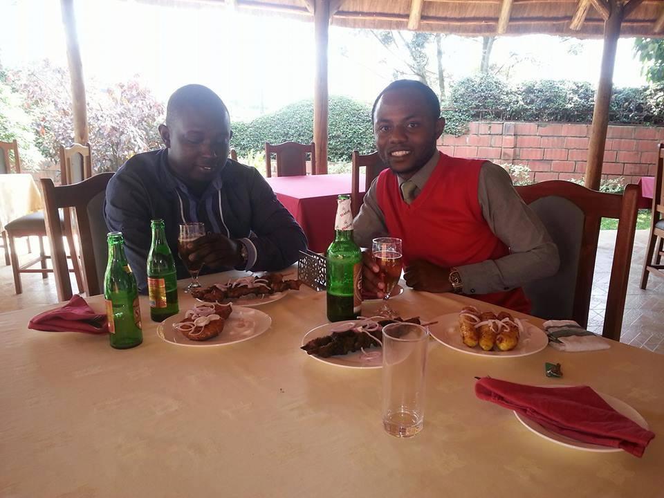 Lionel Nishimwe au coté Innocent Habumugisha, le lendemain de son arrivé à Kigali