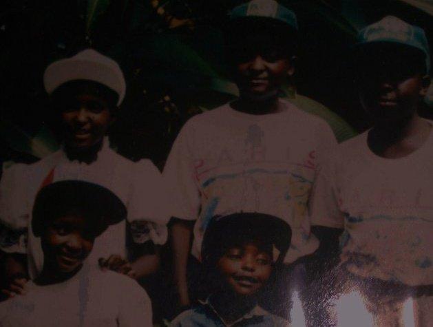 Didier et ses frères et soeurs le 4 avril 1994, jour ou Didier, Olivier et leur père ont quitté Kigali pour Kibeho