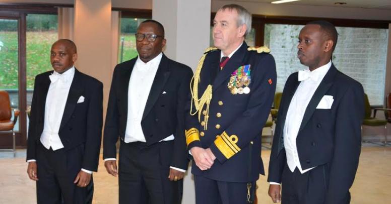 L'Ambassadeur Amandin Rugira le jour de sa remise des lettres de créances au Roi des belges au coté de Jean-Bosco Ntibitura, Premier Secrétaire - en charge des Affaires consulaires et de Gustave Ntwaramuheto