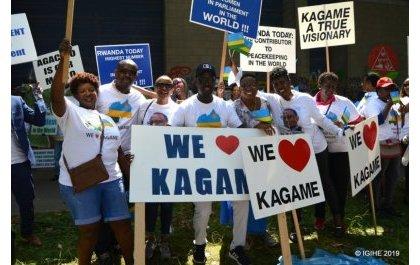 Des supporters de Paul Kagame manifestant à Bruxelles en juin 2019