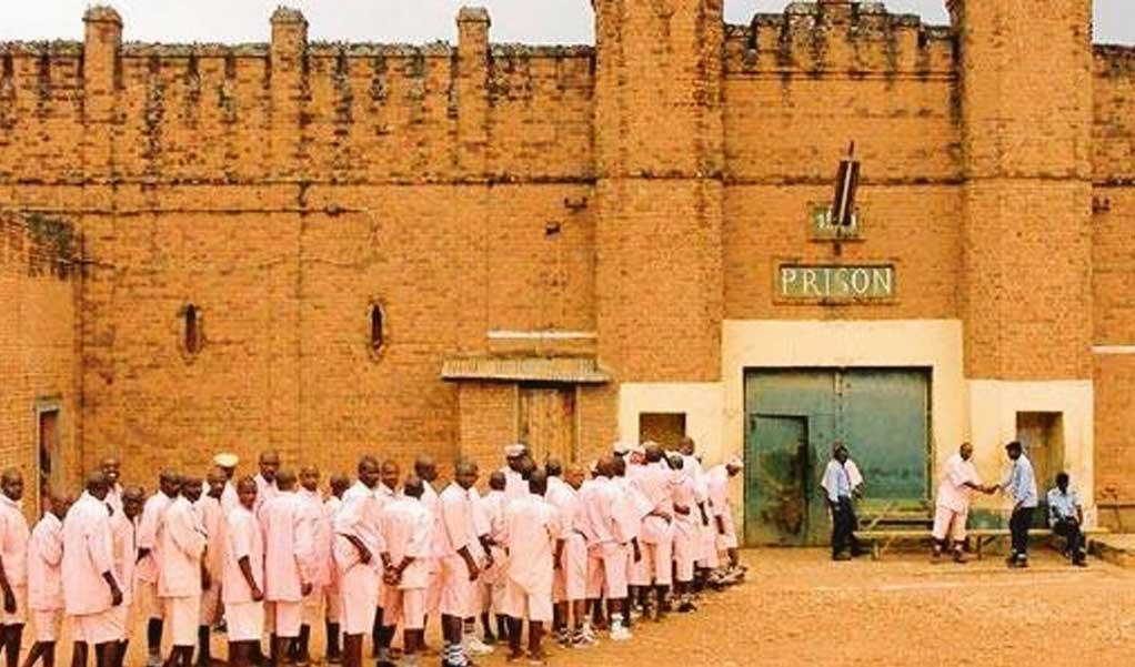 Rwanda : 1995-2005 ma jeunesse dans la prison de 1930